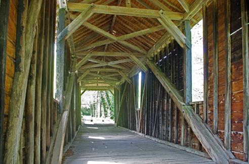 Pont de bois couvert