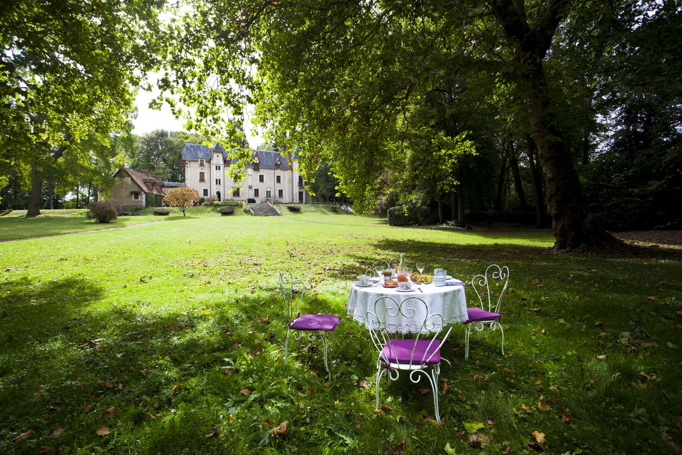 Château de Planches au printemps