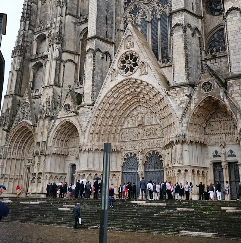 Il n'est pas rare de voir une file interminable de touristes désormais devant la Cathédrale... @motoitinerari (CC)