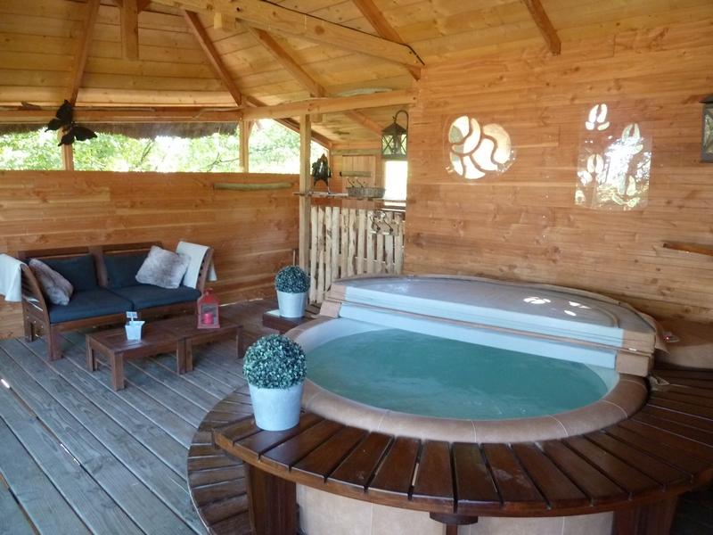 Un spa à 38º dans une cabane nichée à 5 mètres de hauteur