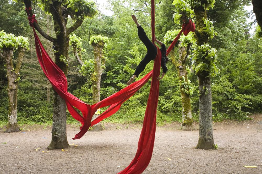 Tissu aérien par le Cirque Bidon - © Hellio et Van Ingen