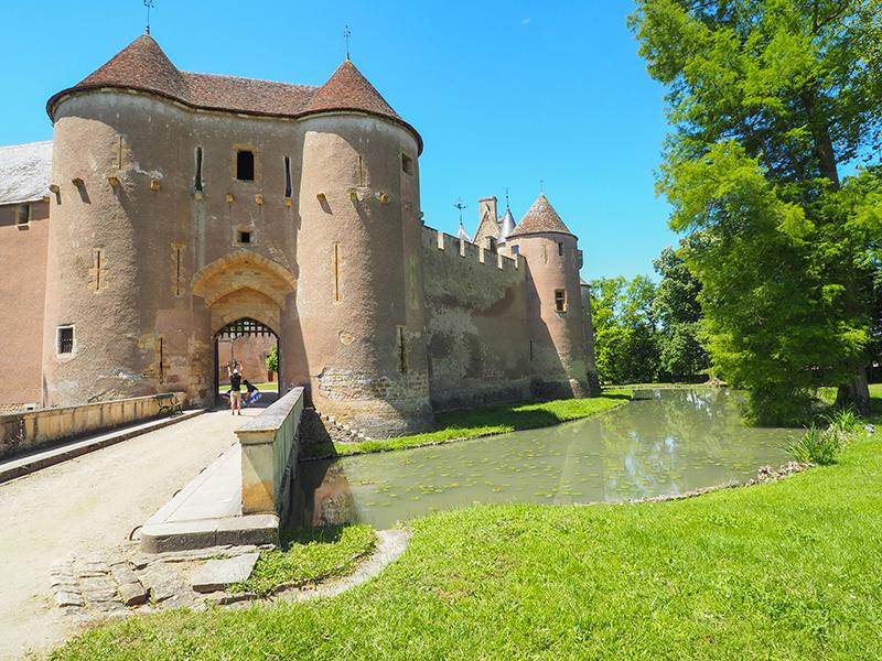 Château-d'Ainay-le-Vieil ©Ad2T - N. Boccanfuso