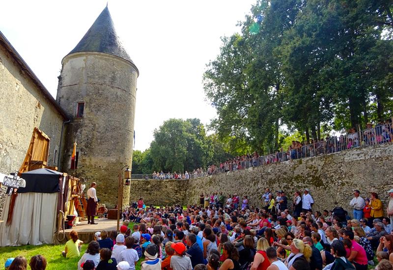 Fête médiévale de la Chapelle d'Angillon ©DR