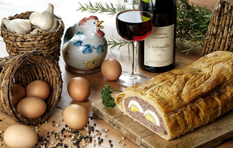 Pâté de Pâques et vin de Chateaumeillant © Caféine