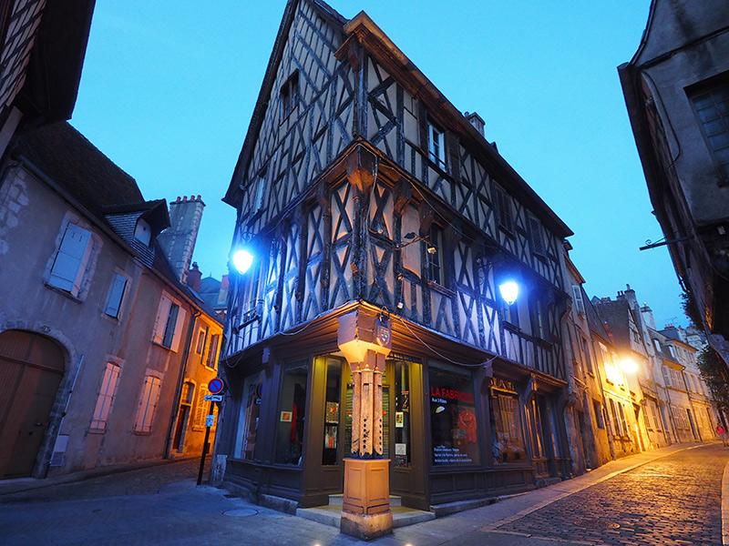 Nuits lumières de Bourges // Maison des 3 flûtes rue Bourbonnoux ©Ad2T - V. Laebens