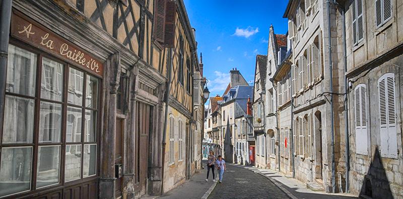 Dans le centre historique de Bourges ©Ad2T - V. Laebens