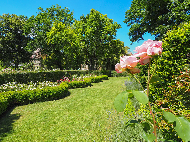 chateau-jardin-ainay-le-vieil-ad2t