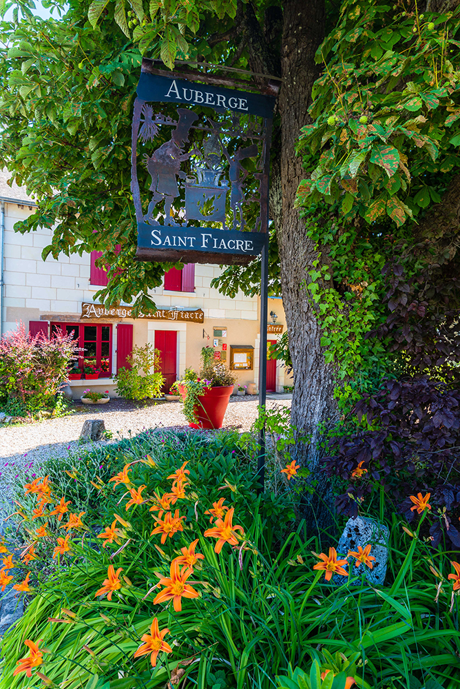 Village fleuri de Veuil © Teddy Verneuil
