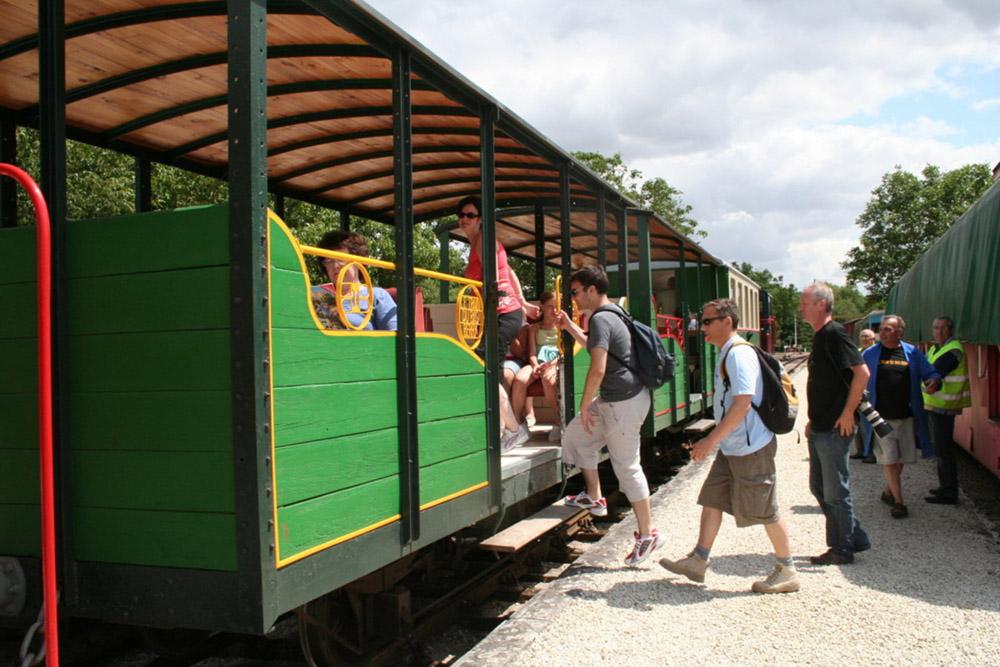 Train touristique du Bas Berry, ancienne voie ferrée du Blanc-Argent - © ADTI