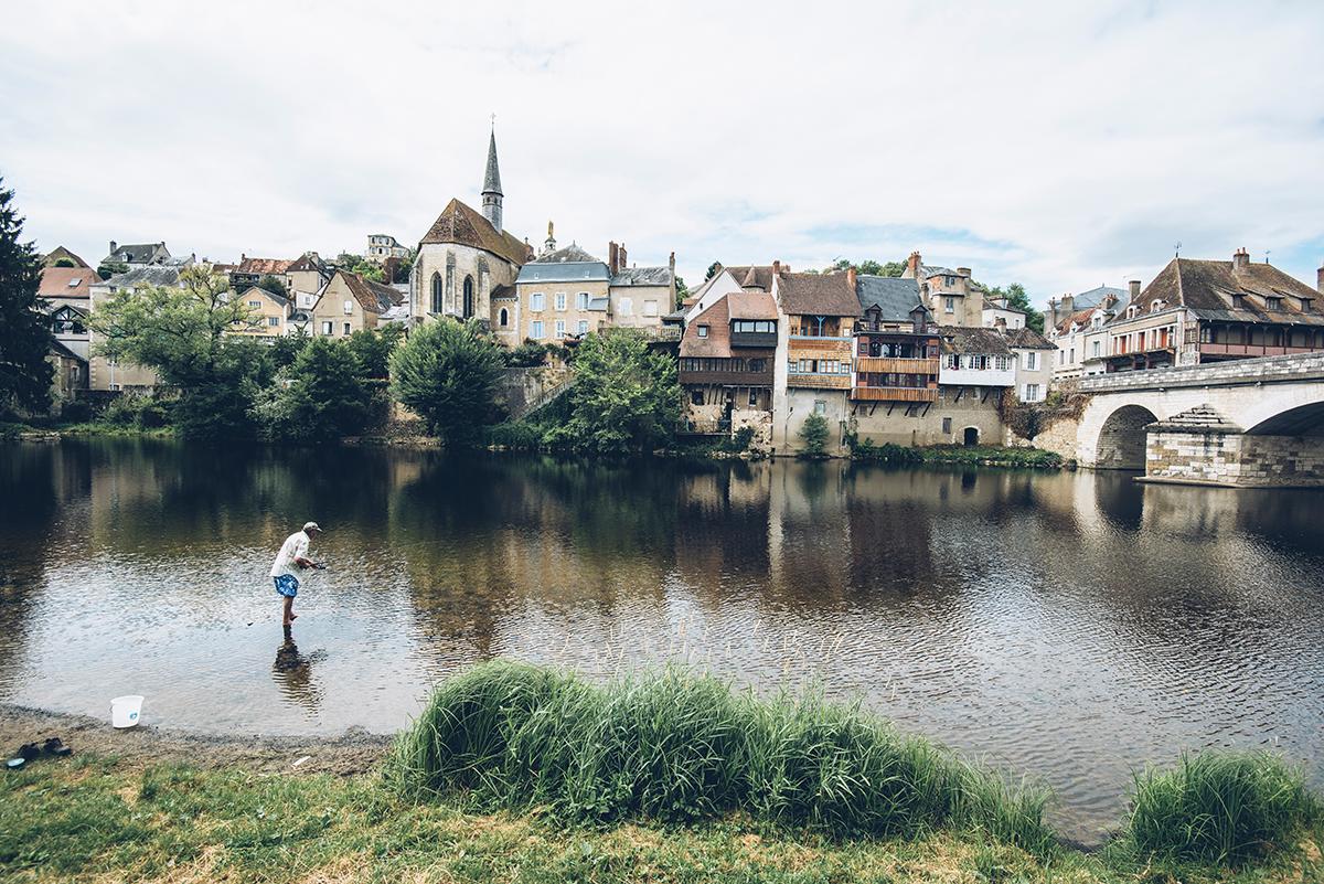 Pêcheur dans la Creuse, Le Blanc ©Bestjobers - Max Coquard
