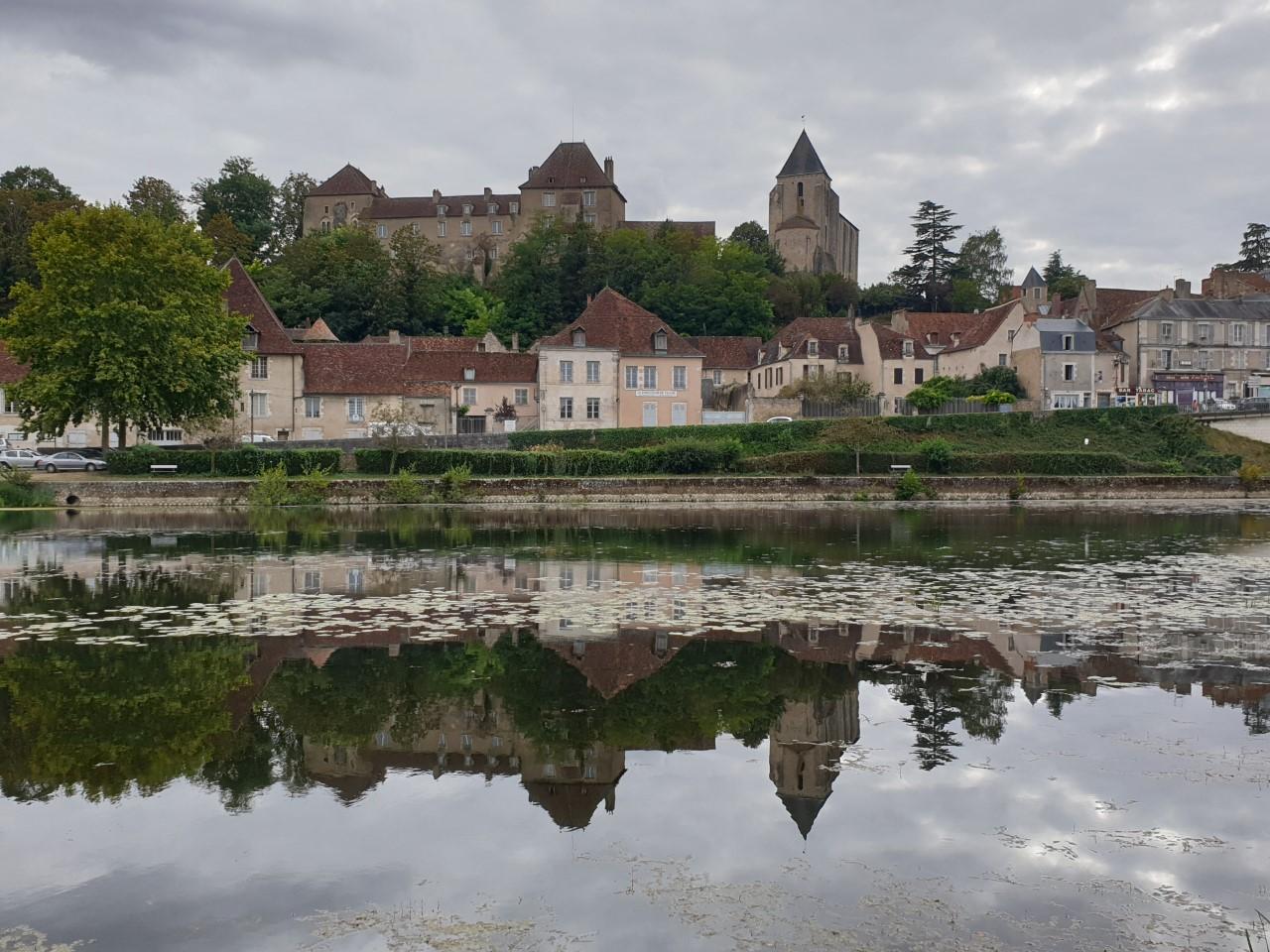Château Naillac surplombant la Creuse, au Blanc.