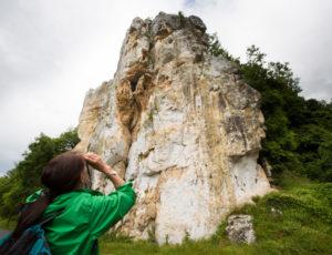 Entre falaises et coteaux de l'Anglin – Au pied du rocher de la Dube