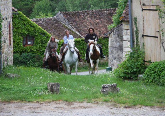 2012-05-accueil-presse-cheval-Figaro-mag-cc175