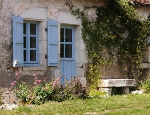 Visite au pays des sarcophages – Petite maison sur le coteau
