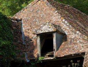 Terre crue, terre cuite – Toiture d'une ancienne tuilerie