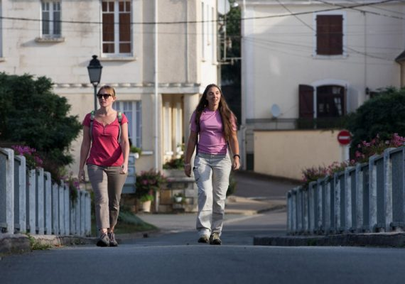 Passage sur le vieux pont à Bélâbre