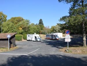 Aire-de-camping-car-parc-des-sports-aubigny-sur-nere-2