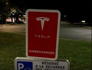 Borne charge électrique Tesla