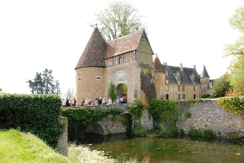 Château et donjon de Lys saint Georges - © ADTI