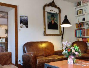 La-Table-du-Lac-coin-salon