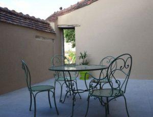 Gîte Fassardy–Salon-de-jardinsur-terrasse–b—-CP-Mme-Pignol