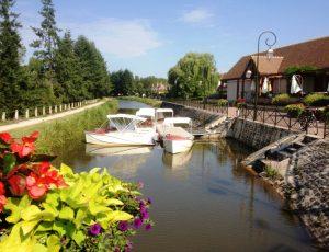 Flotille-devant-le-restaurant-Tourinsoft