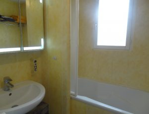 GITE DES PRES DE LA REINE ST DOULCHARD CB20507 salle de bains