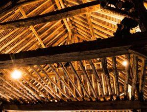 Grange intérieur charpente