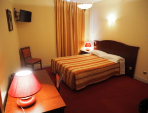 HOTEL LOGIS SAINT JOSEPH SANCOINS CHAMBRE