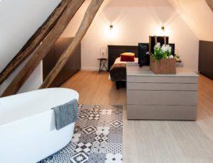 La-Catiche—Chambre-et-salle-de-bain