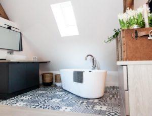 La-Catiche—Chambre-et-salle-de-bain2