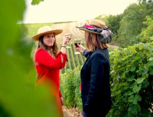 Les filles dans les vignes (1)