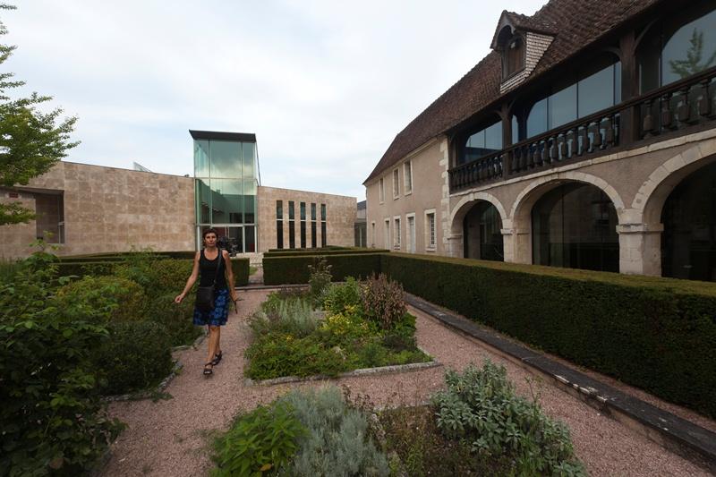 Mus e de l 39 hospice saint roch issoudun patrimoine for Au saint roch hotel et jardin