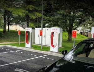 Parking bornes recharges Tesla2