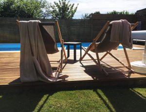Piscine-et-chaises-longues-Maison-du-Lac-2