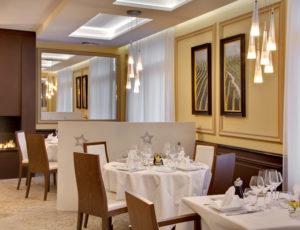 Restaurant Gastronomique Des Monts Damnés (1)