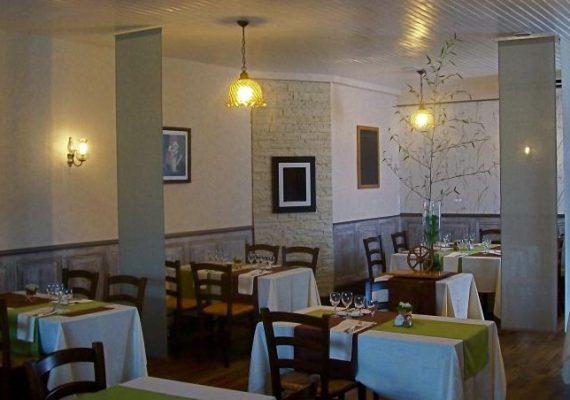 Restaurant La Charette à Neuvy-Saint-Sépulchre  RESCEN036FS0000B