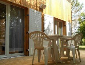 Terrasse cottage camping de Bellebouche