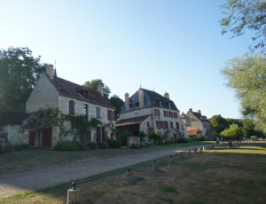 VILLAGEAPREMONTSURALLIER1
