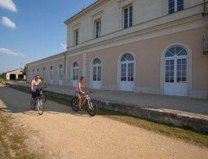 Devant l'ancienne gare du Blanc