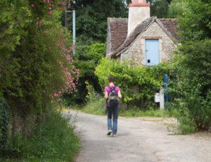 Histoire de chèvre et de pierres – Passage dans un hameau de la vallée du Suin