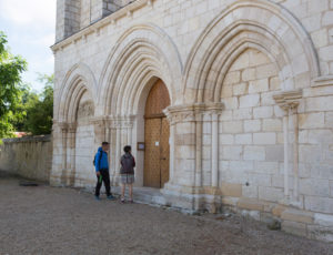 Balade de Saint Victor – Devant le prieuré de Ruffec