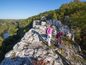 Entre falaises et coteaux de l'Anglin – en haut du rocher de la Dube