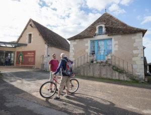 Balade entre la Claise et le Chambon – Bavardage non loin du musée