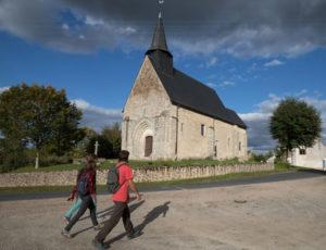 Les coteaux de l'Abloux – Passage devant l'église