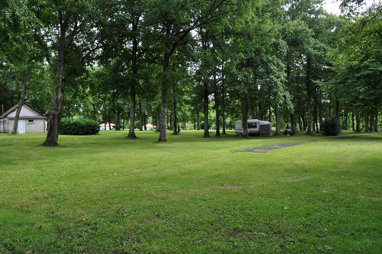 Camping Quot Les Plantes Quot 224 Saint Martin D Auxigny Terrain