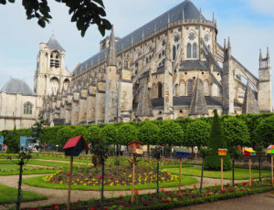 cathedrale-jardin-archeveche-bourges