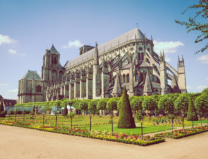 cathedrale-jardin-archeveche-bourges1