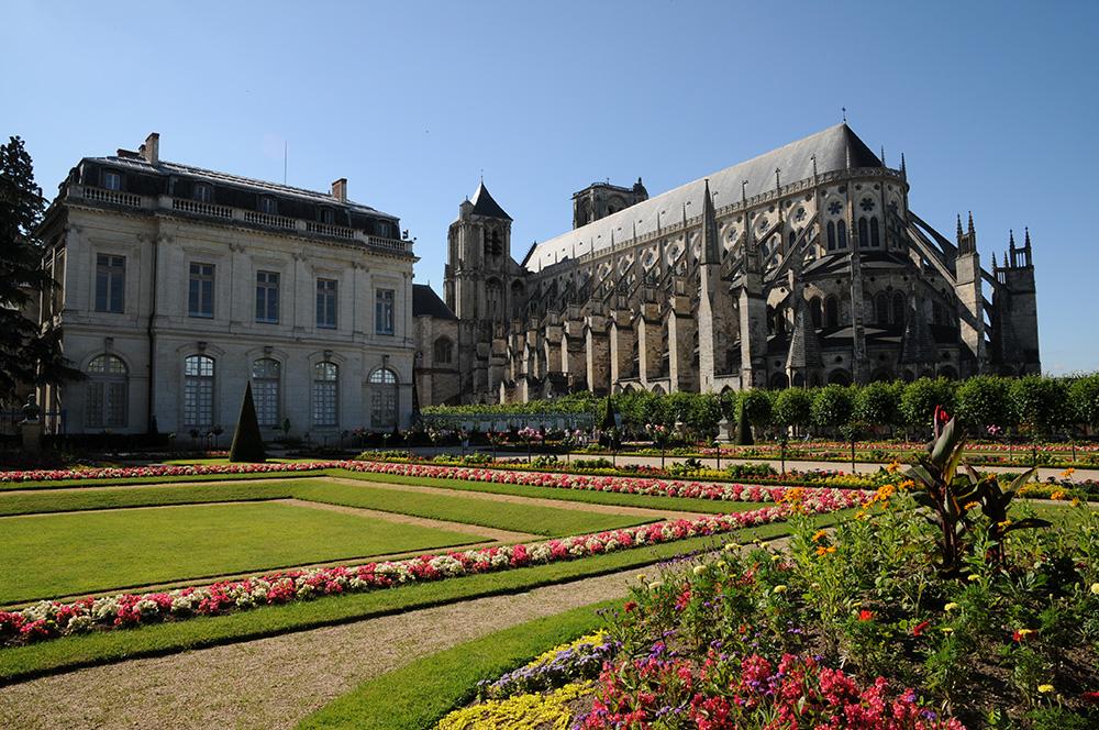 Jardin de l 39 archev ch bourges patrimoine culturel for Boulingrin jardin