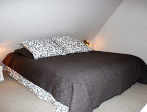 chambre 5 sur mezzanine – 1 lit 140×190